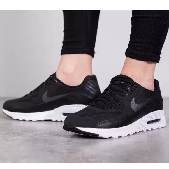 New Women's Air Max 90 Ultra 2.0 Black NWT